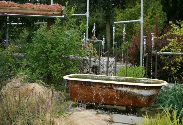 Bassin de jardin avec une baignoire bassin de jardin for Jardin original