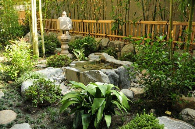 qui dit petit espace dit jardin japonais et son point deau obligatoire crdit - Petit Bassin Jardin Japonais