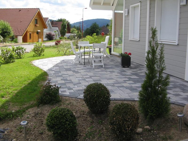 11 choix de terrasses pour vous accompagner au jardin. Black Bedroom Furniture Sets. Home Design Ideas