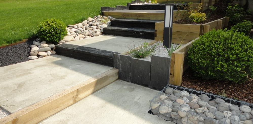 3 moyens d apprivoiser un jardin en pente jardinier conseil for Construire un escalier au jardin