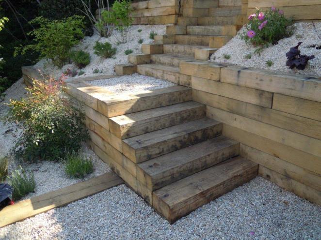 3 moyens d apprivoiser un jardin en pente jardinier conseil for Fabriquer un escalier exterieur en beton