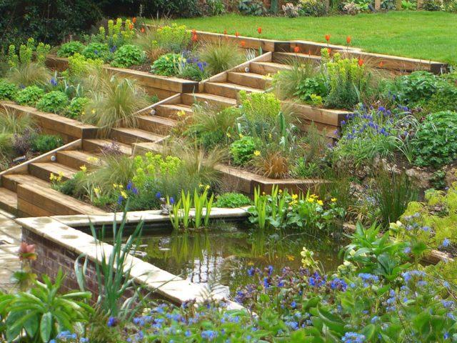 3 moyens d\'apprivoiser un jardin en pente | Jardinier Conseil
