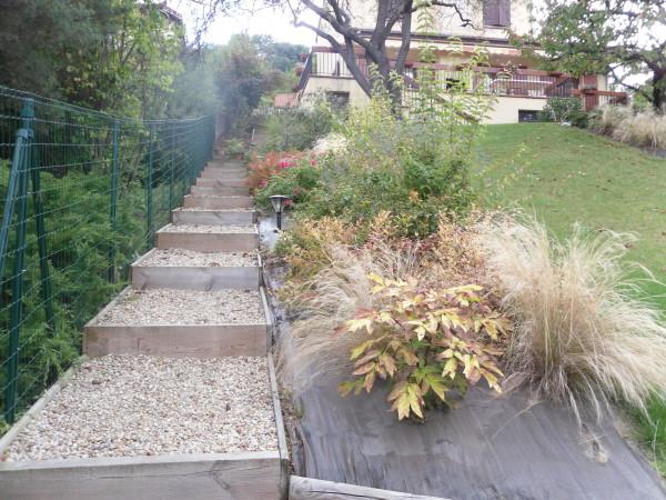 paysagiste terrain en pente perfect jardin fleuri paysagiste luxe jardins terrasses la du. Black Bedroom Furniture Sets. Home Design Ideas